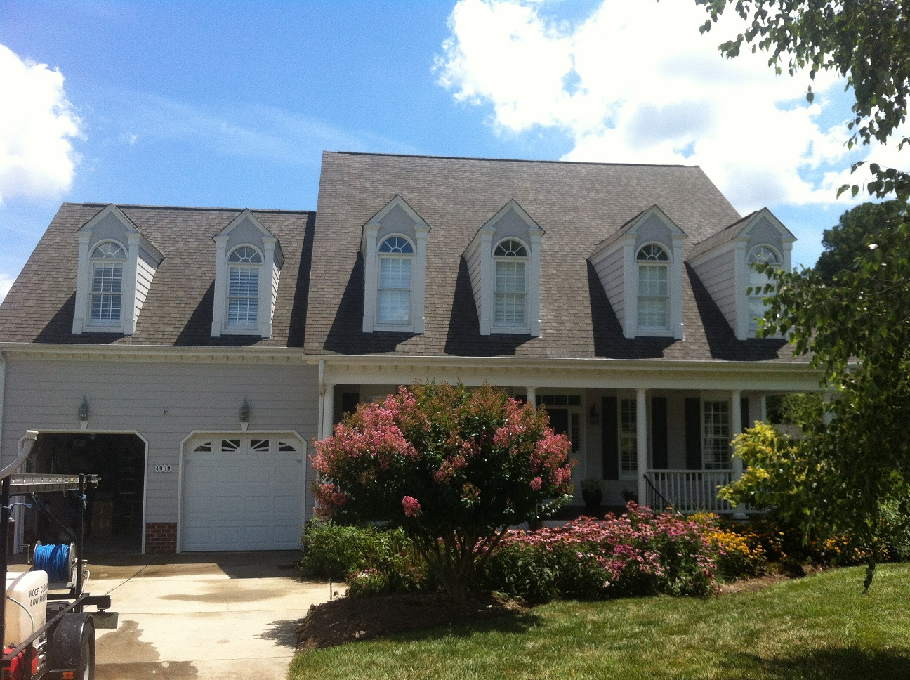 Roof cleaning in the Clayton/Garner NC area